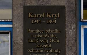 Jihlava. Pamětní deska Karlu Krylovi