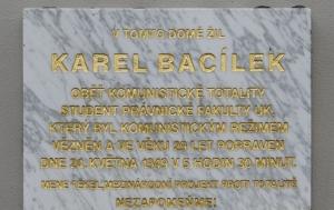 Praha 2. Pamětní deska Karlu Bacílkovi