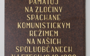 Úštěk. Pamětní deska obětem komunismu