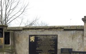 Neratovice. Pamětní deska Miroslavu Plesingerovi-Božinovovi