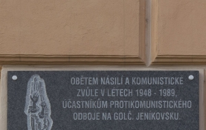 Golčův Jeníkov. Pamětní deska obětem komunistického násilí a účastníkům protikomunistického odboje