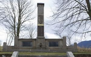 Křinice. Pomník obětem zla