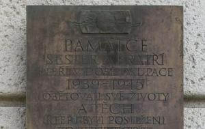 Plzeň. Pamětní deska obětem z řad Junáka