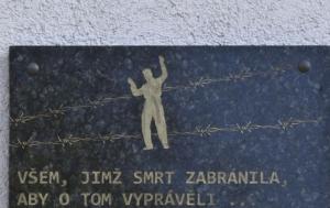 Korozluky. Pamětní deska obětem pracovního tábora Sedlec
