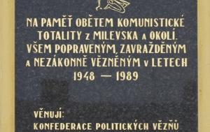 Milevsko. Pamětní deska obětem komunismu
