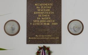 Libochovice. Pamětní deska obětem komunismu