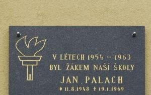 Všetaty. Pamětní deska Janu Palachovi