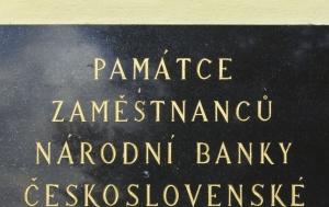 Valdice. Pamětní deska zaměstnancům Národní banky československé vězněným 1948–1964