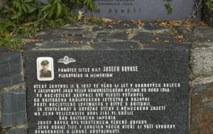 Bělkovice-Lašťany. Pamětní deska Josefu Bryksovi