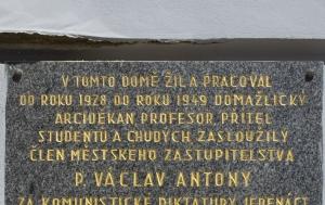 Domažlice. Pamětní deska Václavu Antonymu