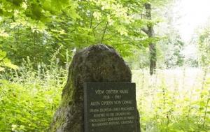 České Žleby. Pomník obětem násilí let 1938–1989