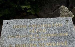 Horní Slavkov. Symbolický hrob politických vězňů