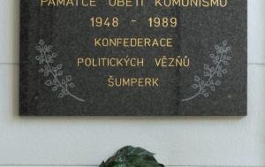 Šumperk. Pamětní deska obětem komunismu
