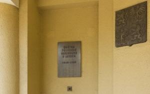 Karviná. Pamětní deska obětem politické perzekuce za komunistického režimu