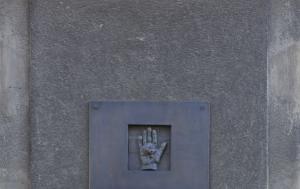 Ostrava. Pamětní deska popraveným politickým vězňům