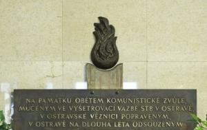 Ostrava. Pamětní deska obětem komunistické zvůle