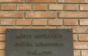 Kopřivnice. Pamětní deska obětem komunismu