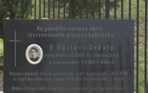 Starovičky. Pamětní deska Václavu Drbolovi