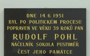 Pustiměř. Pamětní deska Rudolfu Pohlovi