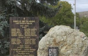 Stínava. Pomník obětem první a druhé světové války a obětem komunismu