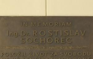 Brno. Pamětní deska Rostislavu Sochorcovi