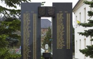 Kobylí. Pomník obětem válek a Petru Křivkovi