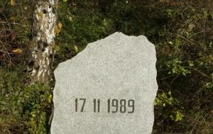 Krhanice. Pomník 17. listopadu 1989