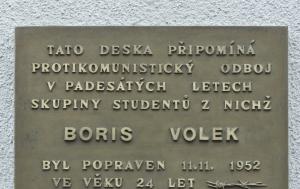 Kolín. Pamětní deska Borisi Volkovi