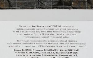 Praha 9.  Pamětní deska Bohumilu Modrému a perzekuovaným hokejistům