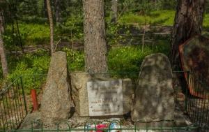 Halámky. Pomník Adamu Rusovi