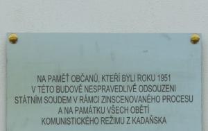 Kadaň. Pamětní deska obětem soudního procesu z roku 1951