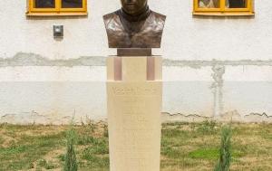 Babice. Busta Václava Drboly
