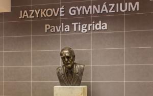 Ostrava. Pomník a busta Pavla Tigrida