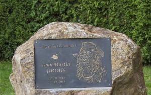 Humpolec. Pamětní deska Ivanu Martinu Jirousovi