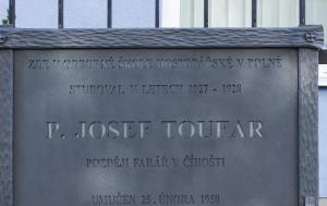 Polná. Pamětní deska Josefu Toufarovi