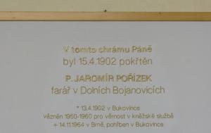 Křtiny. Pamětní deska Jaromíru Pořízkovi