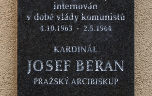Mukařov. Pamětní deska Josefu Beranovi