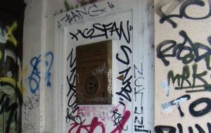 Praha 2. Pamětní deska Milanu Hlavsovi
