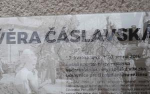 Šumperk. Pamětní deska Věře Čáslavské