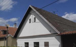 Kamberk. Pamětní deska Václavu Burdovi