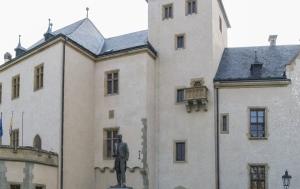 Kutná Hora. Pamětní nápis na pomníku TGM