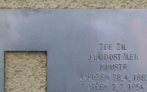 Kostelec nad Orlicí. Pamětní deska Janu Dostálkovi