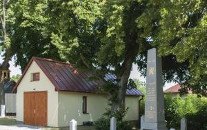 Kámen-Jiříkov. Pamětní deska vězněným komunistickým režimem