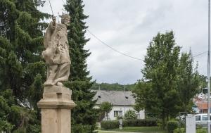 Ořechov. Pomník Jaroslavu Němcovi