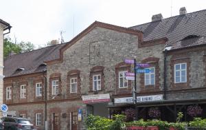 Hluboká nad Vltavou. Pamětní deska Jiřímu Maňákovi