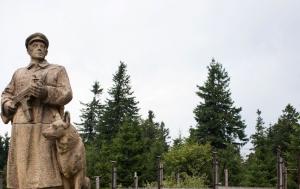 Dyleň. Pomník Na stráži míru
