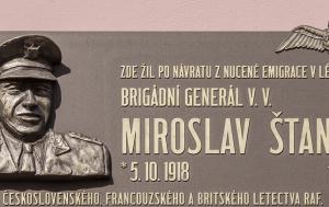 Plzeň. Pamětní deska Miroslavu Štanderovi