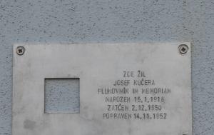 Plzeň. Pamětní deska Josefu Kučerovi