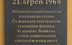 Plzeň. Pamětní deska vysílání rozhlasu při invazi v srpnu 1968