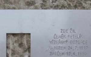 Plzeň. Pamětní deska Čeňku Petelíkovi
